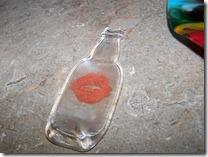 mini-bottle-with-lips