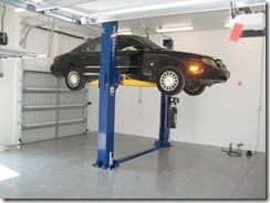 Car_on_lift